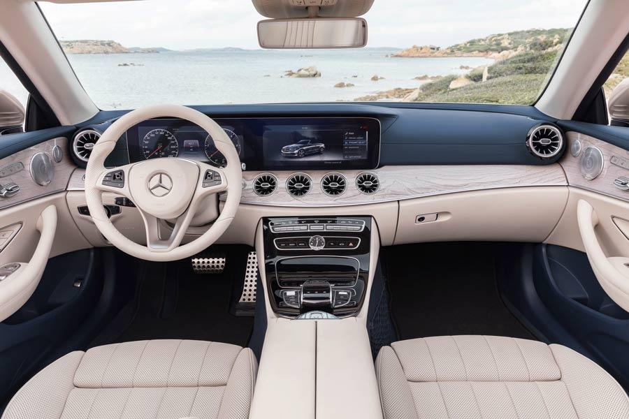 El interior del Mercedes Clase E Cabrio es casi idéntico al de la variante coupé.