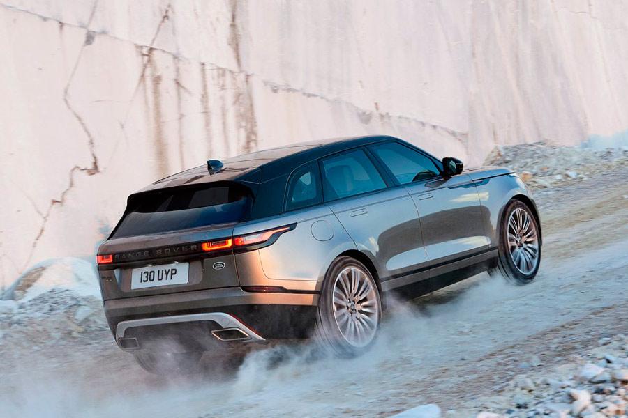 La zaga del Velar recuerda a la del Range Rover Evoque, aunque la nueva creación se distingue por una mayor robustez.