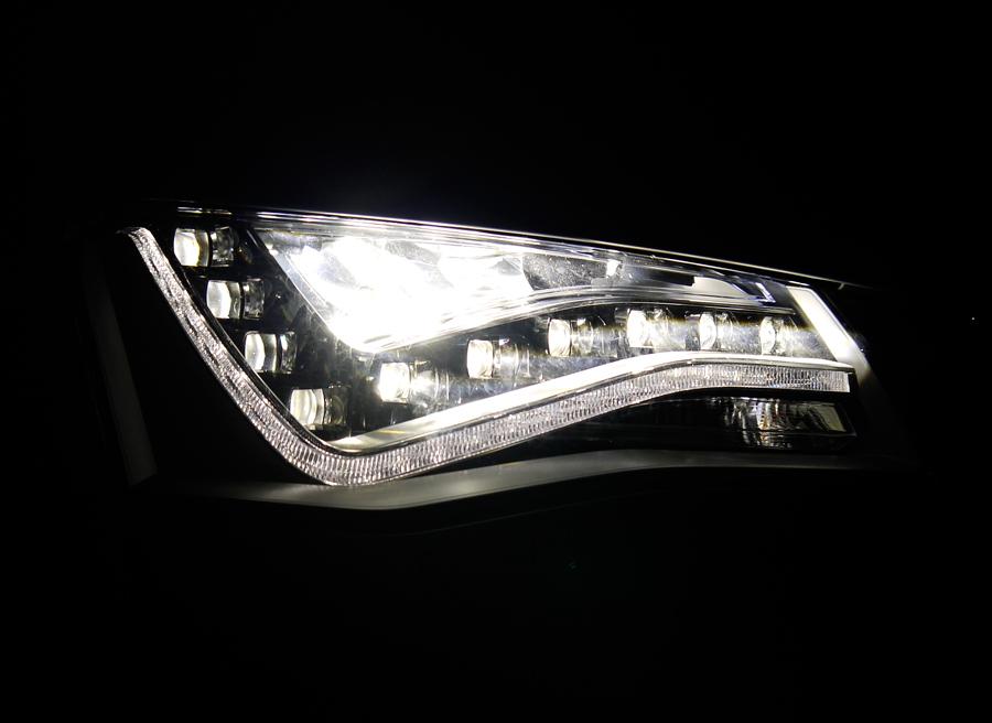 Sólo los faros LED de modelos de alta gama son recomendables. Los baratos iluminan peor.