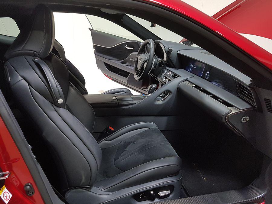 El interior tiene un diseño más convencional que el exterior.