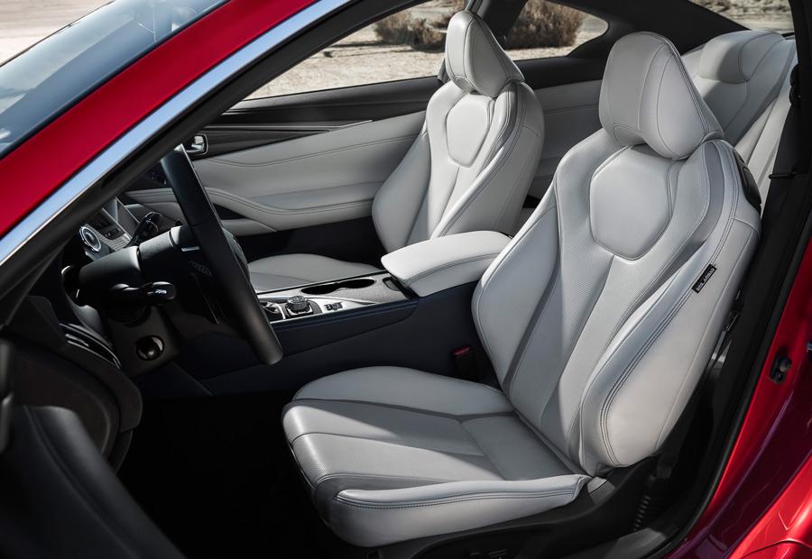Con un mullido más blando que, en general, sus rivales alemanes, el Infiniti Q60 tiene buenos asientos deportivos de serie.