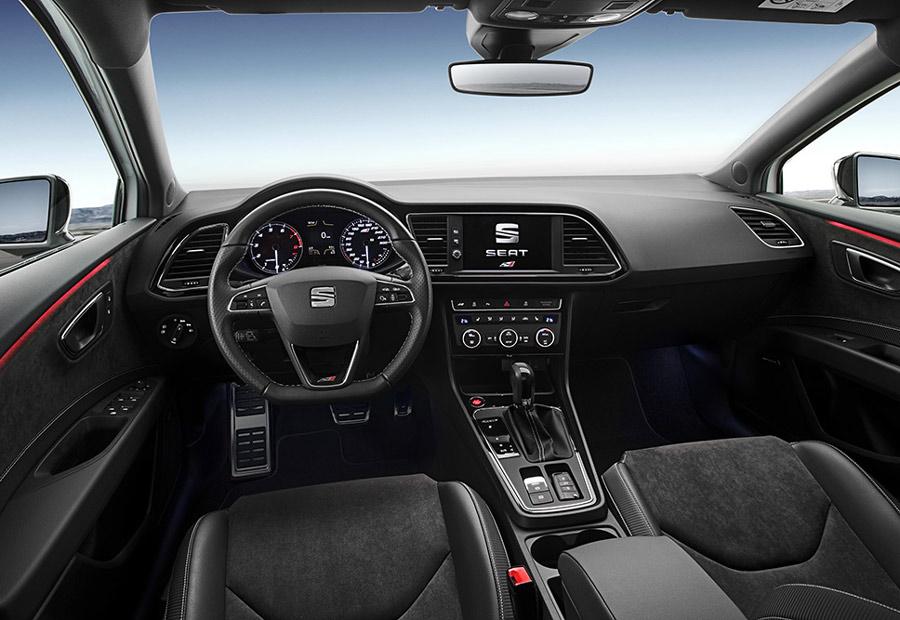 En el interior del Seat León Cupra 300 CV tenemos un discreto ambiente racing en el que la calidad es protagonista.