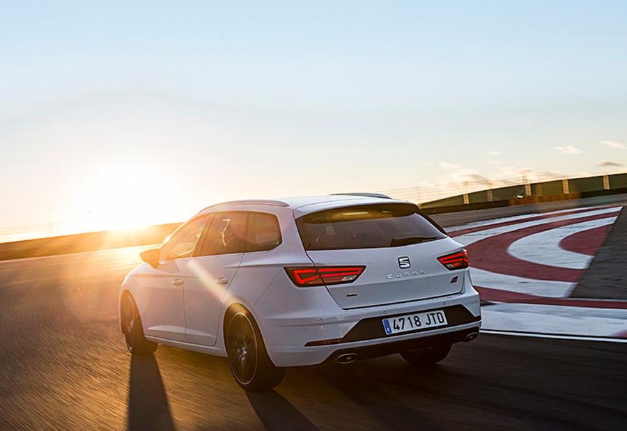 La carrocería familiar, ST, del nuevo Seat León Cupra es la única que puede optar al sistema de tracción a las 4 ruedas. Las de 3 o 5 puertas son de tracción delantera.