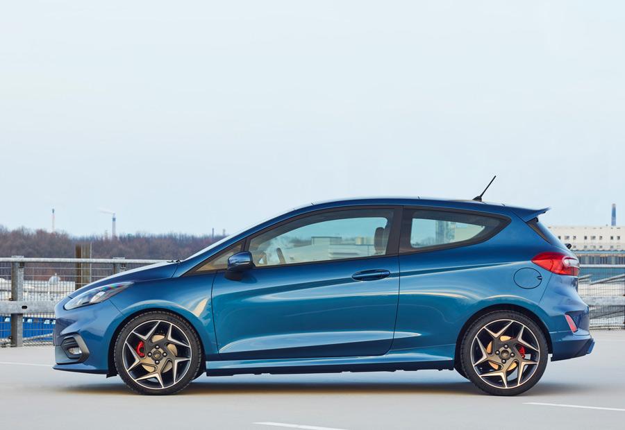 La aceleración de 0 a 100 km/h del nuevo Ford Fiesta ST de tres cilindros se mantiene en 6,9 segundos, igual que el modelo de 4 cilindros.
