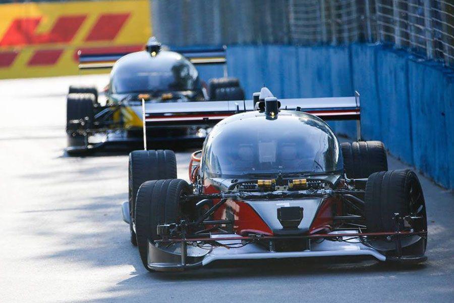 El coche autónomo está llegando a la competición.