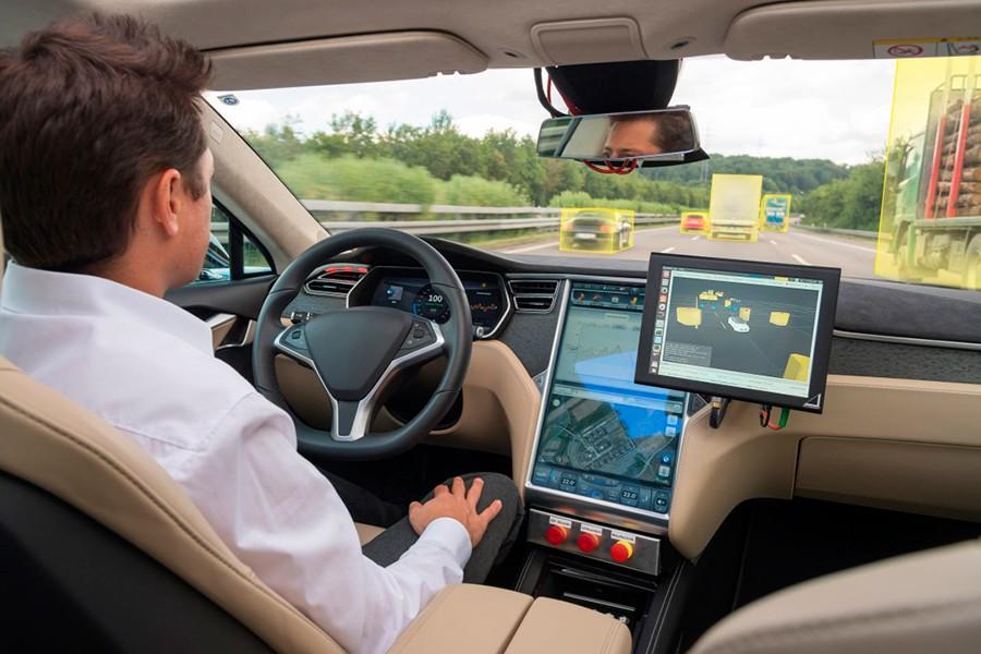 Los sistemas se asistencia llenan el coche de sensores.