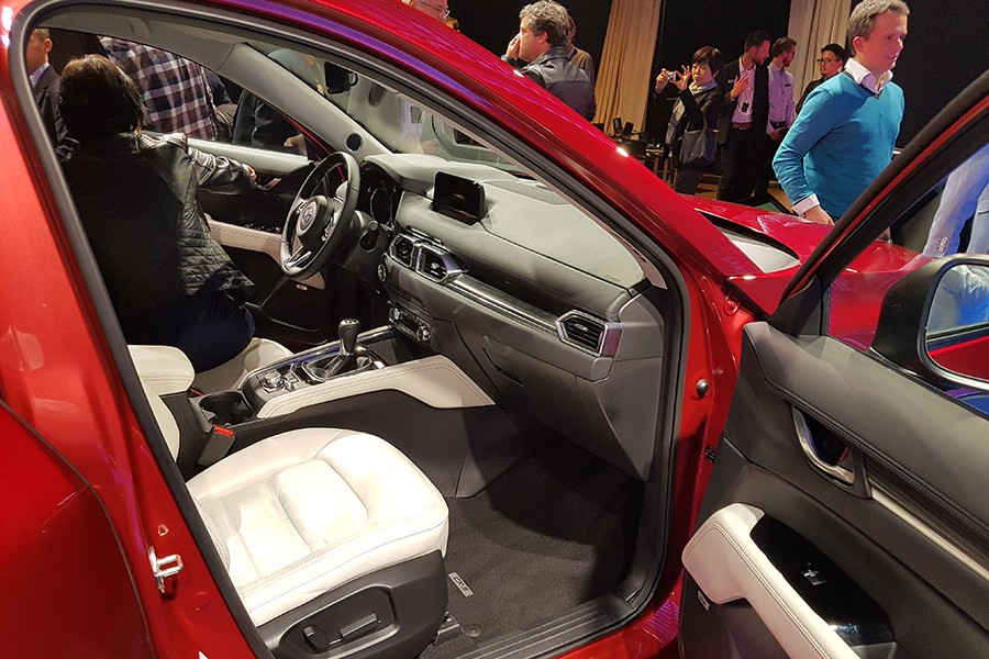 El interior es más acogedor y elegante, además de mejorar en calidad aparente.