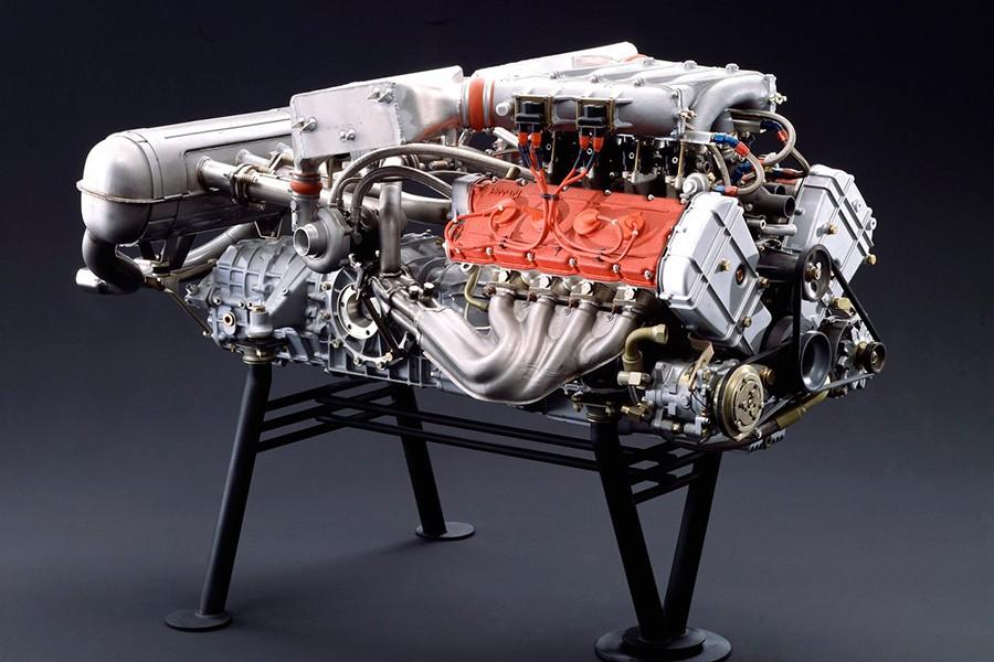 El motor del Ferrari F40 era de 8 cilindros en V sobrealimentado y colocado en posición central, conceptos que Wifredo defendía 50 años antes que Ferrari.