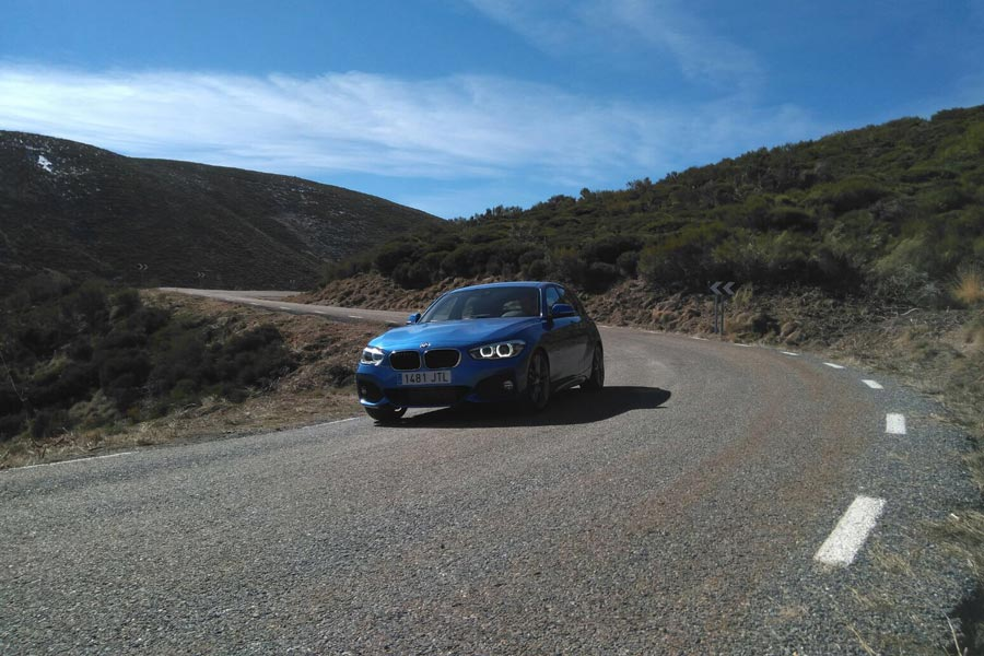 Las sensaciones de conducción son francamente buenas, con una dirección muy directa y algo desasistida.