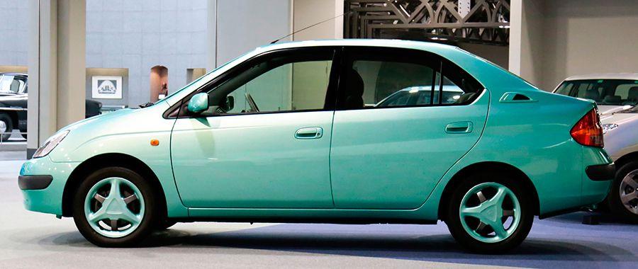 Así era el primer Toyota Prius.