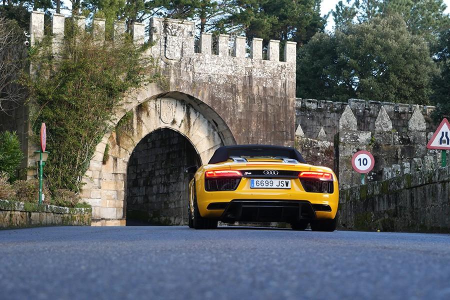 Lo que más valor tiene del Audi R8 Spyder no está en su equipamiento, sino en lo que te hace sentir.