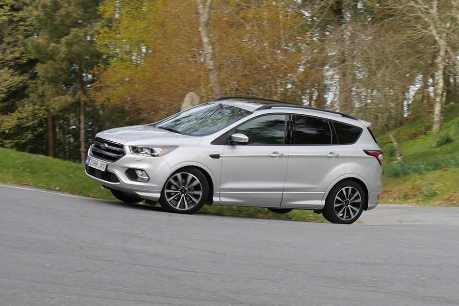 prueba ford kuga 1 5 ecoboost st line con un punto sport. Black Bedroom Furniture Sets. Home Design Ideas