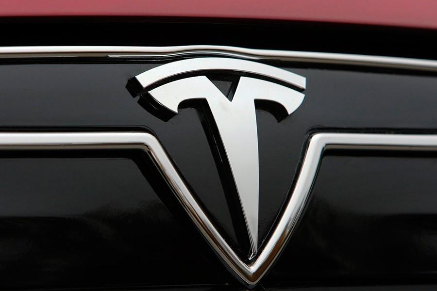 Qué significa el logo de Tesla