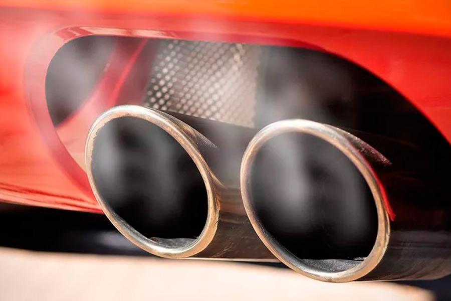 Todos los vehículos emiten más CO2 del que declaran, según la OCU