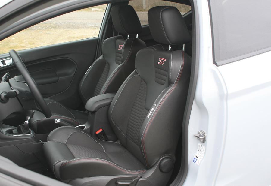 Los asientos deportivos Recaro tienen una gran calidad de fabricación.