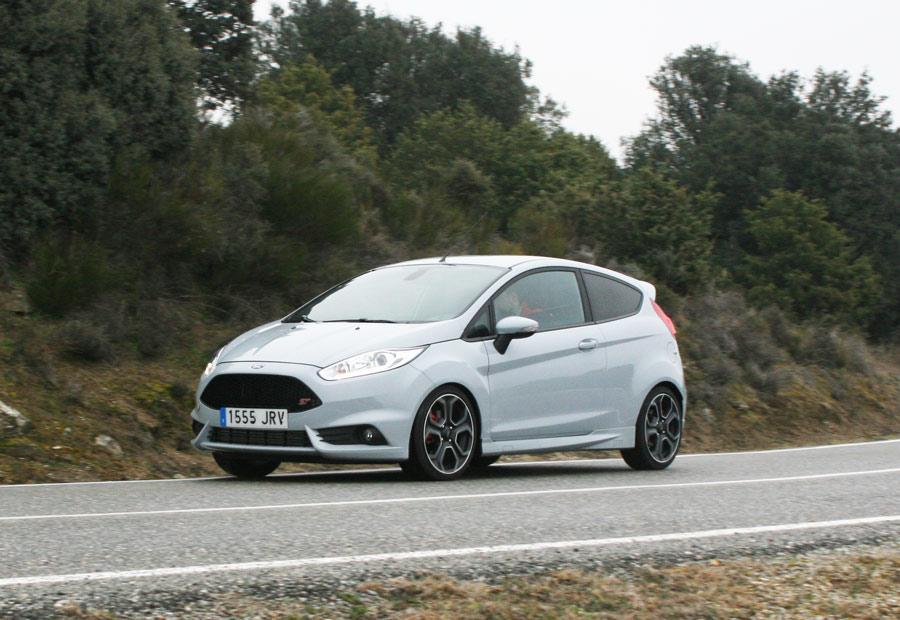 El Ford Fiesta ST está disponible con motor de 182 CV y con 200 CV, que es que estamos probando en Autocasion.com
