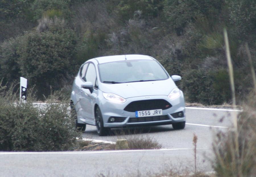 """Las curvas enlazadas son el """"patio de recreo""""favorito del Ford Fiesta ST."""