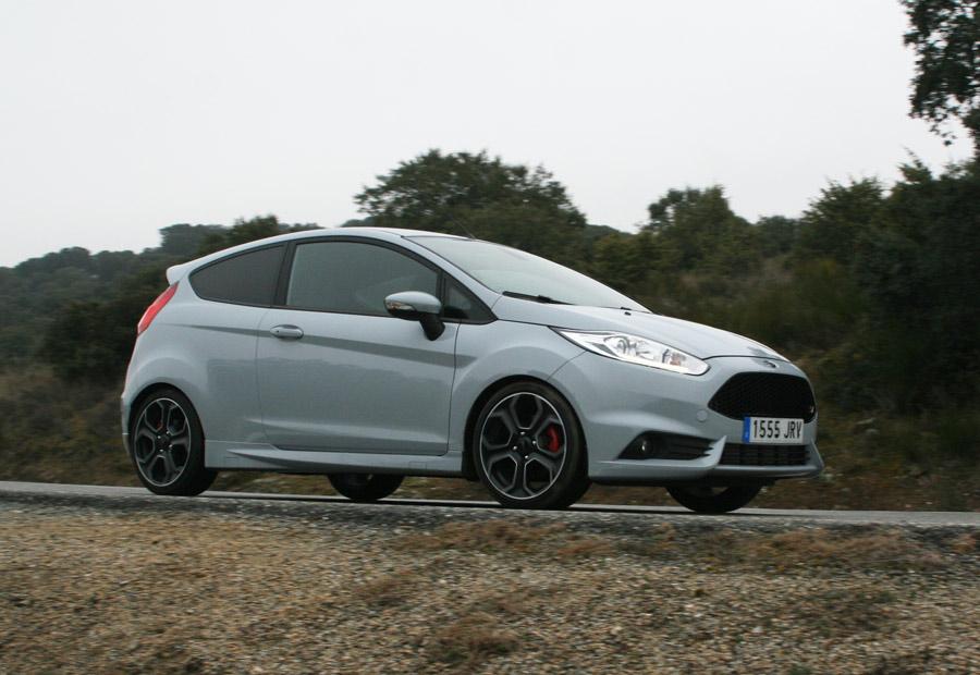 El Ford Fiesta ST 200 homologa una velocidad máxima de 230 km/h.