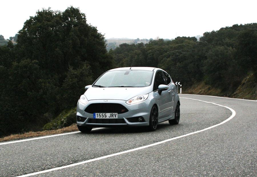 El consumo medio homologado del Ford Fiesta ST 200 es de 6,1 litros. En el ordenador de a bordo hemos registrado 7,1 litros de media.