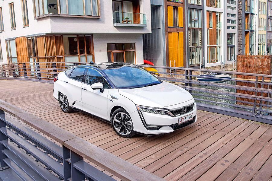 Cómo es el Honda Clarity Fuel Cell 2017