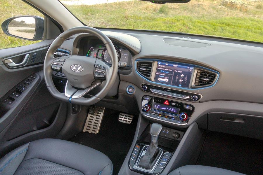El interior del Hyundai Ioniq es muy bueno por calidad, ajustes y ergonomía.