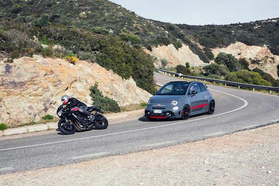 El Abarth 695 XSR Yamaha alcanza una velocidad máxima de 218 km/h.