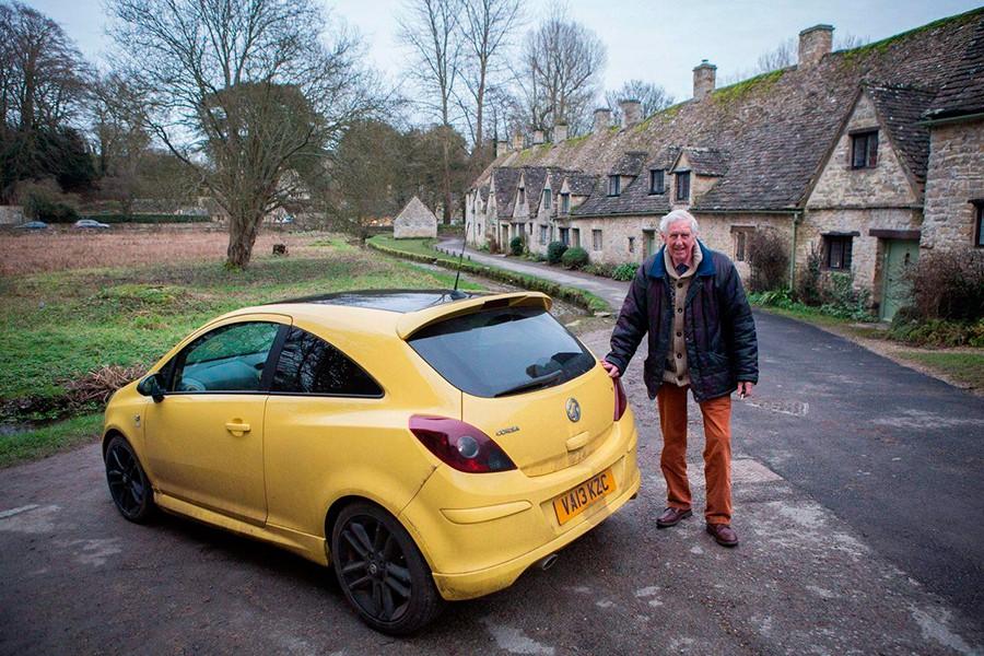El color de su coche ha sido un verdadero problema para este anciano.