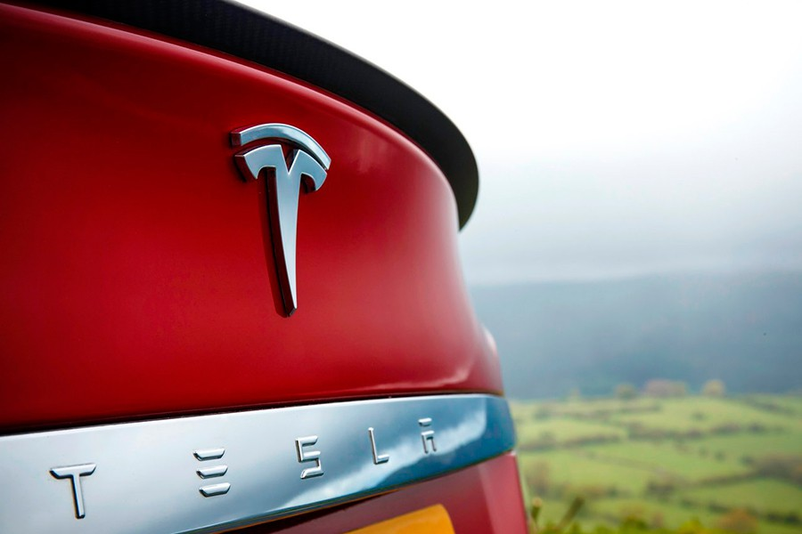 Demandan a Tesla por vender coches defectuosos
