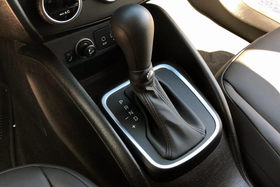 El cambio automático de seis relaciones del Fiat Tipo funciona bien.