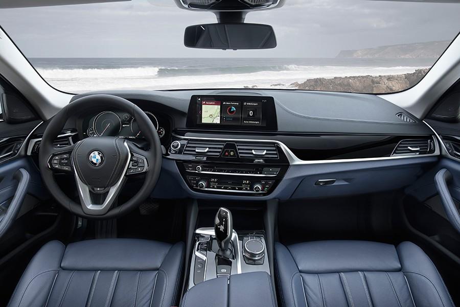 El interior cuenta con algunos elementos diferenciadores, principalmente en la instrumentación.