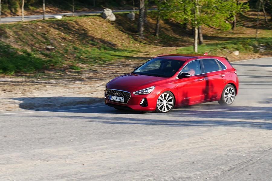 El Hyundai i30 tiene un comportamiento noble y fácil en todo momento.