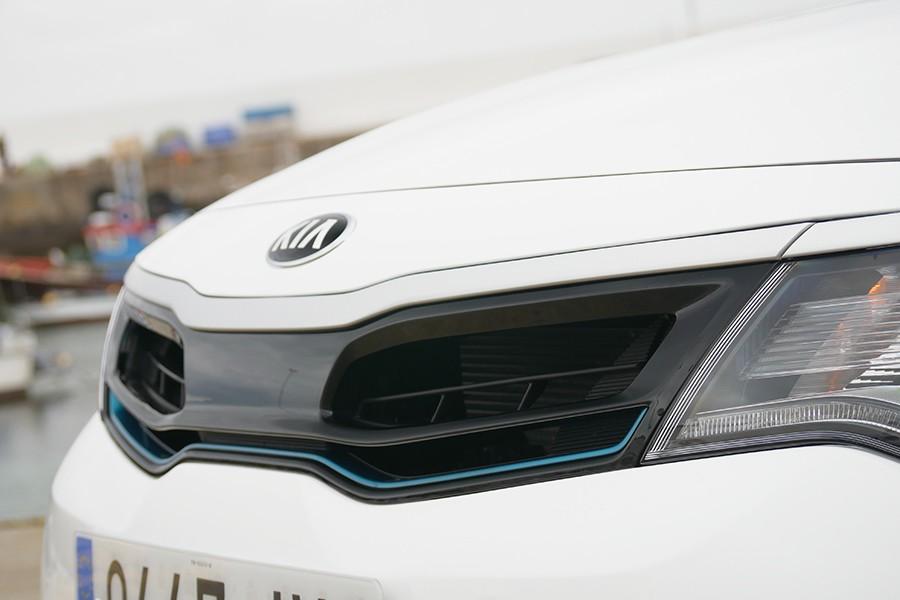 Las rejillas delanteras se cierran o abren para mejorar la aerodinámica o la refrigeración según la necesidad.