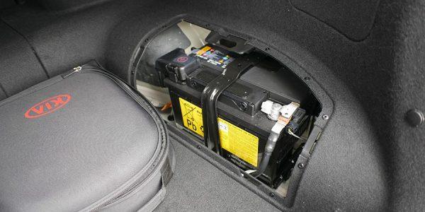 Cómo revisar la batería del coche antes del invierno