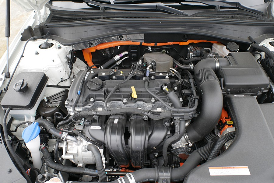 El motor 2.0 de ciclo Atkinson se asocia a un eficaz sistema híbrido.