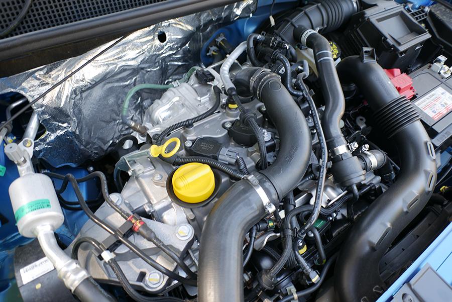 El motor de 3 cilindros vibra mucho en este modelo.