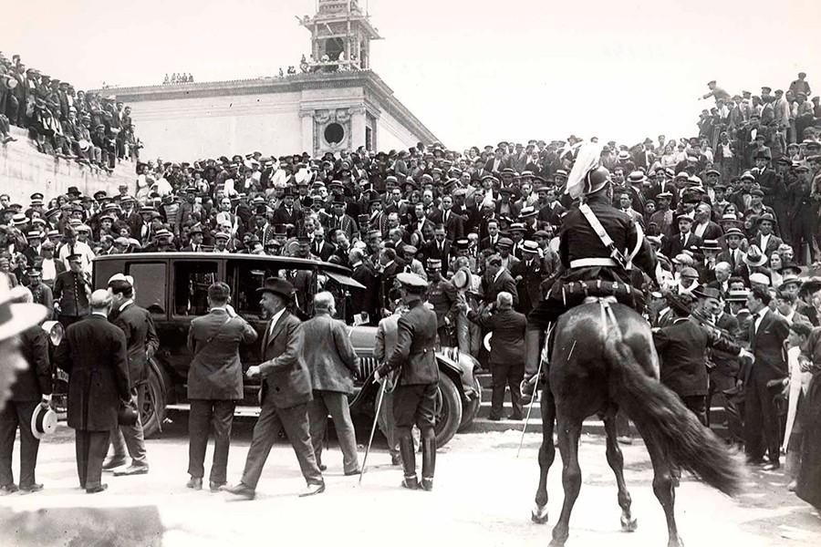 Así de concurrida fue la inauguración del Salón de Barcelona de 1922.