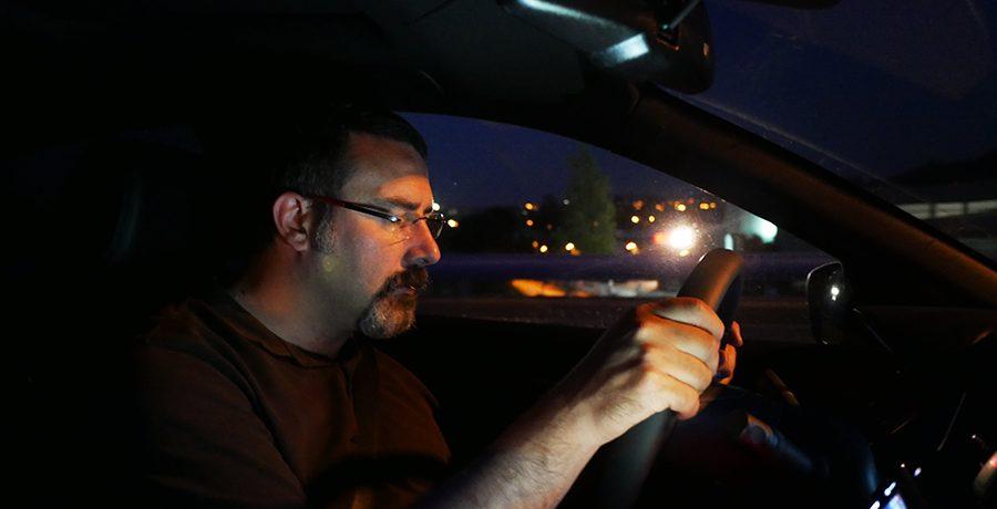 Cómo evitar el sueño al conducir de noche