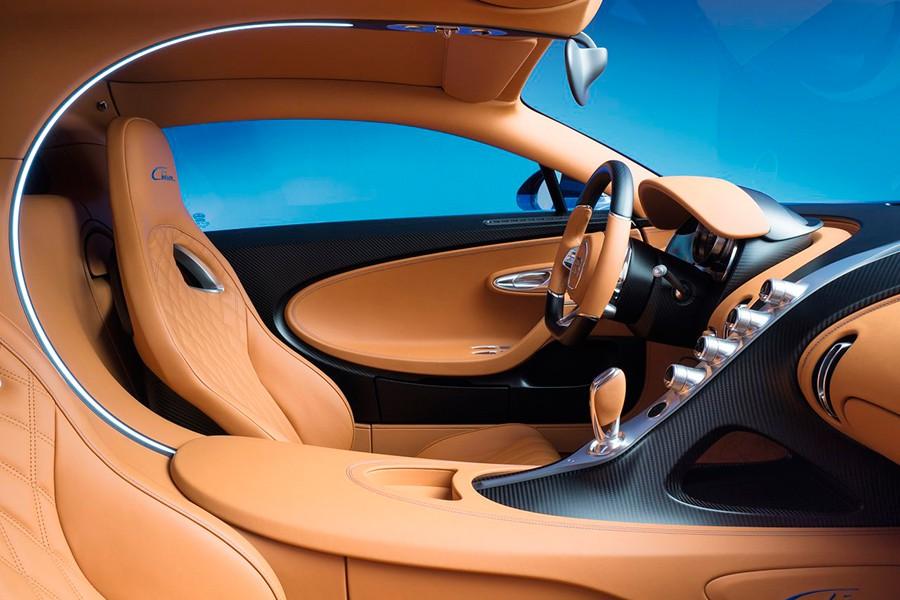 El interior del Chiron recrea las formas que obsesionaban a Bugatti.