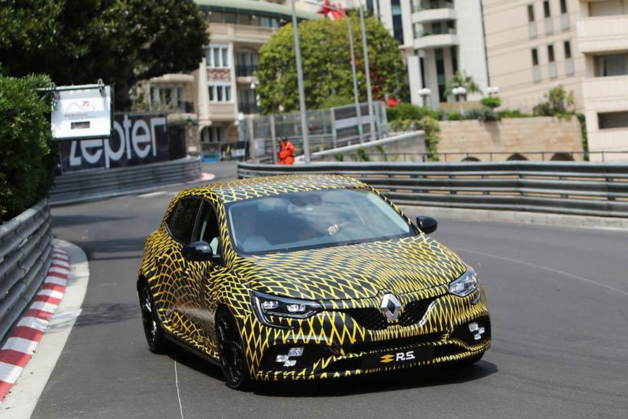 Renault presenta en sociedad el nuevo Mégane R.S. por las calles de Mónaco