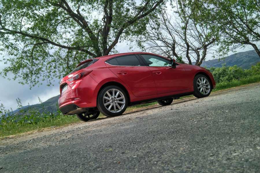 El exterior del Mazda 3 es atractivo y posee un alto grado característico.