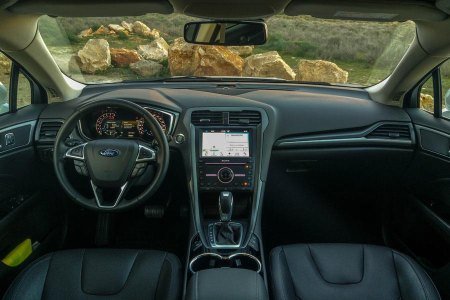 El salpicadero del Ford Mondeo SW emlea materiales de buena calidad y agradables al tacto.
