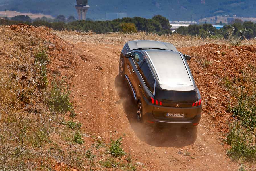 Peugeot 5008 SUV Trophy: prueba sus cualidades 'off road' (que las tiene)