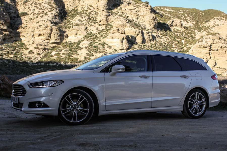 Las llantas de aleación de 19 pulgadas forman parte de la lista de opcionales del Ford Mondeo SW.