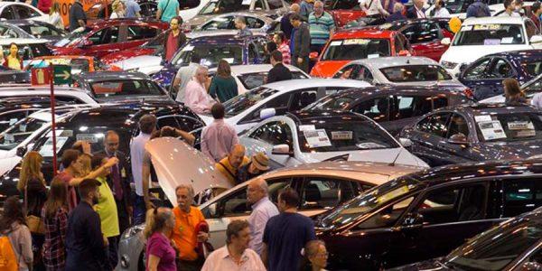 Cómo comprar un coche usado en una feria o salón