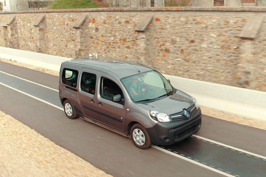 Se puede recargar un coche eléctrico en marcha? | Autocasión