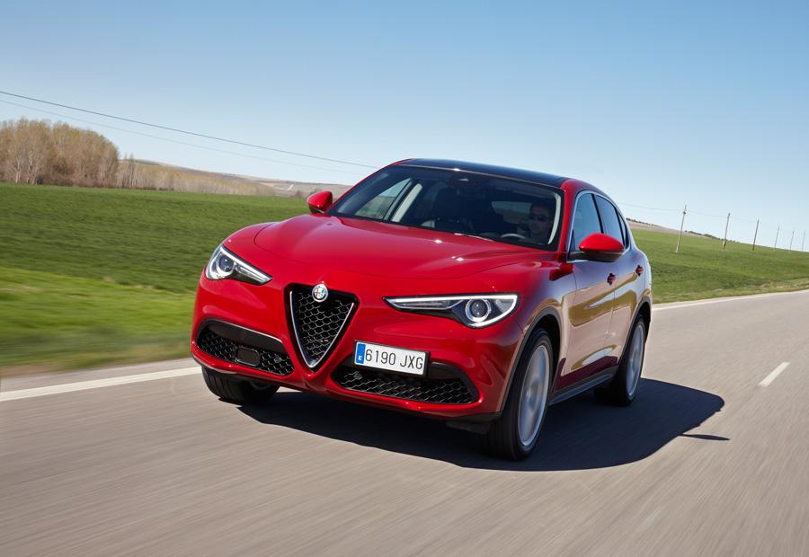 Ya está a la venta el nuevo Alfa Romeo Stelvio, con motores gasolina y diésel y un precio de partida de 40.300 euros.