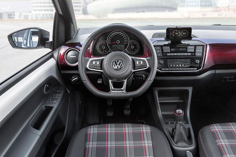 Interior del up! GTI 2018, totalmente al estilo tradicional de GTI.