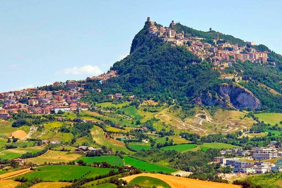 Conoce la región italiana de Emilia-Romagna, donde se producen los superdeportivos más increíbles.
