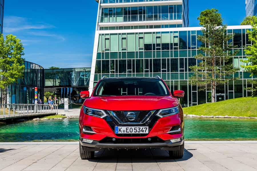 Nuevo Nissan Qashqai, destaca su gran parrilla V-Motion.