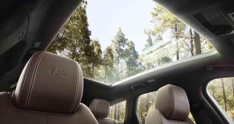 Jaguar XF Sportbrake puede equipar un techo acristalado de 1,6 metros cuadrados de superficie.